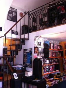 Магазин раритетного винила и всяких крутых рокерских штук